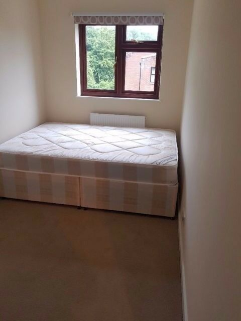 Big double room ready to move in now ! Leyton