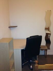 Large double STUDENT room close to University and City Centre - all bills inclusive plus free wifi