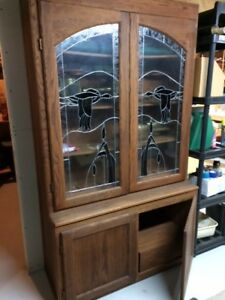 Sporting goods display cabinet