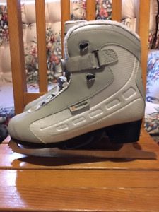 Women's Size 9 Tech Edge Skates - Softec boot - like new - $40.