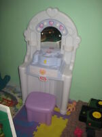 little girls vanity with excessories  NEW PRICE