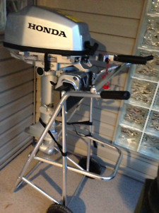 5 hp  2017 HONDA outboard motor,  portable support w/wheels +++