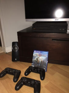 PS4 Pro- 3 Controllers- Physical God of War - Others Downloaded