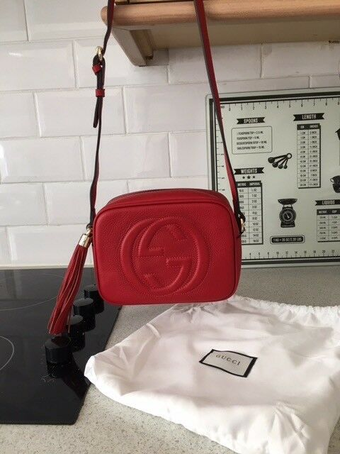 ec27078b9c14 Red pebbled leather Gucci soho disco bag