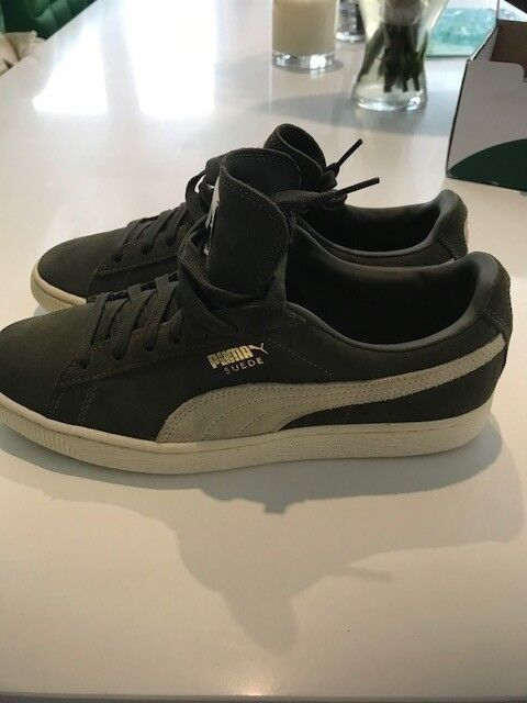 Suede Classic Puma Trainers size 7 in excellent condition  5fa0744794fd