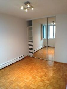 Large one bedroom apartment West End water view and green street