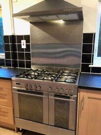 Stainless steel gas range with matching extractor in canopy hood, 900mm.