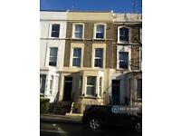 Studio flat in Ladbroke Grove, London , W10