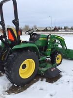 JOHN DEERE 3520,LOADER, 72 INCH MID MOUNT MOWER ONLY 254 HOURS