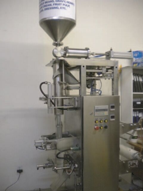 LIQUID PACKING MACHINE UP TO 750 ML POUCH TYPE BAG