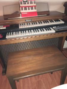 Thomas Electronic Organ/Piano