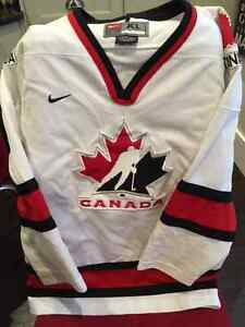 Youth XL Hockey Canada Jersey