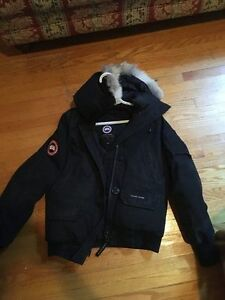 Canada Goose - Womens small - Bomber, Great condition London Ontario image 1