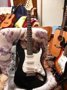 Electric Guitar 6 Srtings in Black Very nice Sounds $65