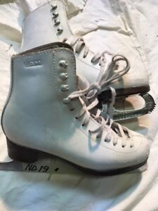 Girls/Ladies Figure Skates - GAM Size 4 (19)