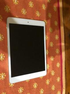 Apple iPad mini 1st Generation 16GB, Wi-Fi Only, White & Silver