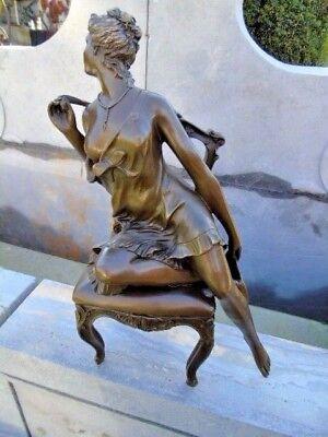 NUE EN BRONZE, statue d une femme un sein nue sur une chaise , superbe !