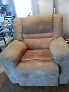 Reclining Love Seat and Chairs For Sale!