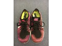 LIGHTWEIGHT NIKE WOMENS RUNNING TRAINERS PINK-BLACK SIZE 6.5 EU 40.5 Used