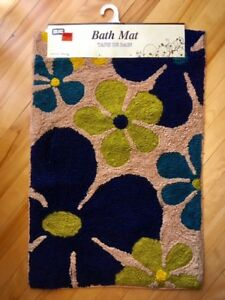 NEW with tags FLOWERED BATHMAT