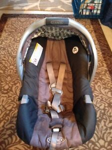 Graco SnugRide 30 infant car seat with additional car base