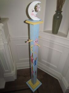 OLIVIA*** COAT HANGER HAND PAINTED by artist for GIRLS BABY ROOM West Island Greater Montréal image 8