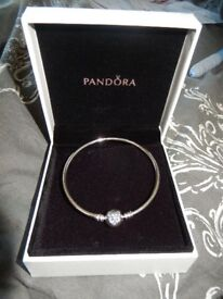 PANDORA HEART OF WINTER LIMITED EDITION BANGLE, NEW AND BOXED IN SIZE 19CM