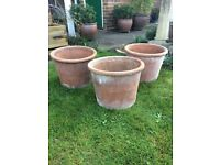ASSORTMENT OF 14 LARGE AND SMALL TERRACOTTA GARDEN POTS
