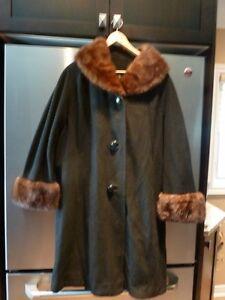 Ladies cashmere coat with removable  fur VINTAGE