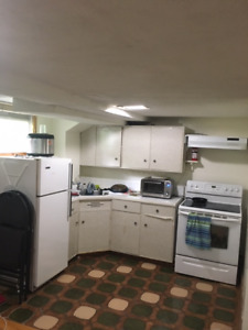 SPACIOUS 1 BED/BATH BASEMENT APARTMENT AVAILABLE SEPT 1