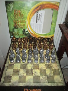 ***LORD OF THE RINGS/FELLOWSHIP CHESS SET!!!***