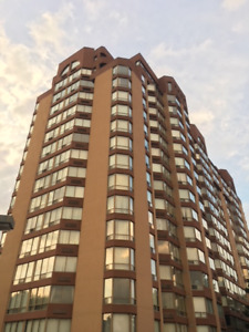 $357,000 2 Bdrm / 2 Bthrm / 2 Parking Spaces Sq 1 Condo!!!
