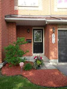 Townhouse for rent - 2018 Boisfranc Circle in Orleans - Availabl