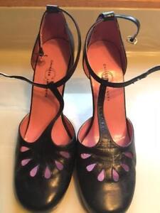 Belles chaussures noires avec talon à vendre
