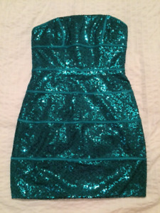 new Max and Cleo sequin dress size 4/ robe de paillette