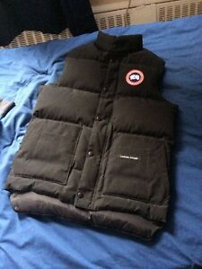 BLACK CANADA GOOSE FREESTYLE VEST SIZE X-SMALL (FITS LIKE SMALL)