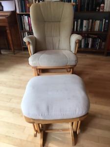Chaise berçante et pouf de qualité Dutailier