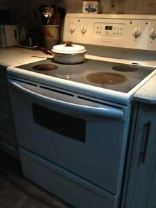 "White 30"" Electic Gently Used Oven"