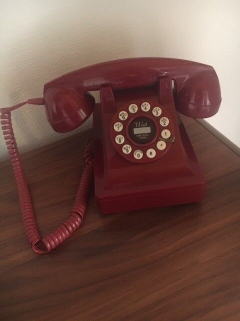 Red Retro Phone - works perfectly