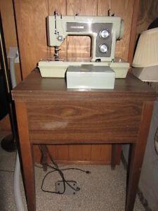 Table de Machine à coudre