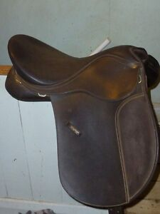 VERY WIDE WINTEC ADJUSTABLE ENGLISH SADDLE IN GREAT SHAPE