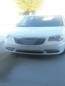 2015 Chrysler Town & Country Premium Minivan, Van