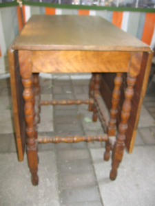 Solid Wood Gate-leg Table