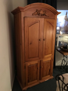 Armoire-wood