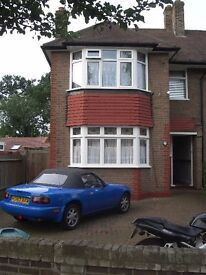 Perivale / Ealing. Room to rent in great house share, 2 mins walk to tube.