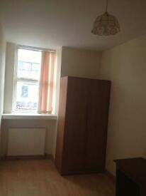 NEWLY DECORATED SPACIOUS 2 BEDROOM FLAT