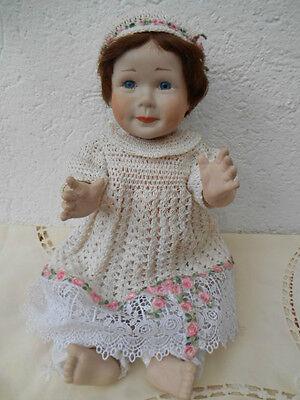 Porzellanvollkörper-Puppe,  in Handarbeit erstellt mit Glasaugen