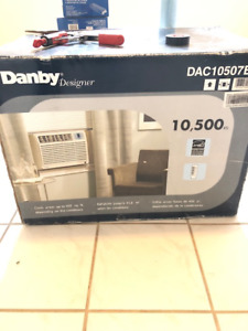 Air conditioner - In Window 10,500 BTU **NEW IN BOX**