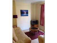 A SPACIOUS DOUBLE ROOM TO LET/RENT: CLOSE TO DERBY CITY CENTER & UNIVERSITY; FULLY FURNISHED