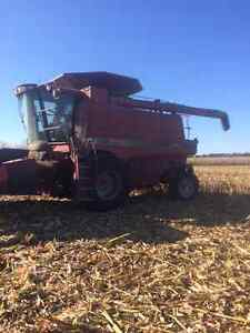 Case IH 2188 Combine and 1020-25' flex head with air reel